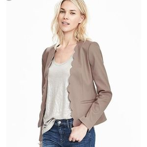 {Banana Republic} Neutral Scalloped Blazer
